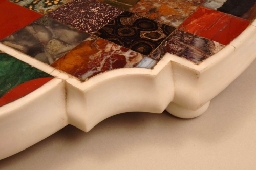 Pareja de centros de mesa en mármol y piedras duras. Roma, segun