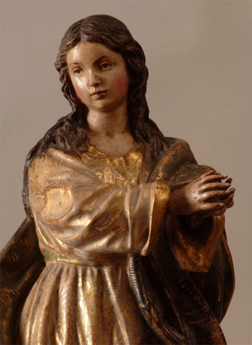 Talla de la Inmaculada Concepción en madera dorada y policromada