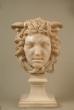 Busto de Medusa en mármol blanco. Francia, siglo XIX