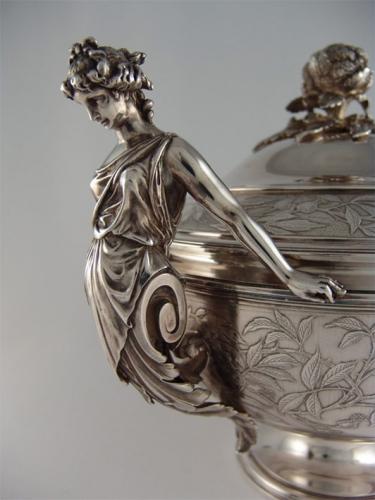 Sopera. Philippe Berthier. París, mediados siglo XIX